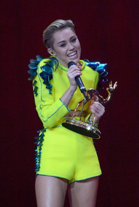 Miley Cyrus Bambi Awards Performance