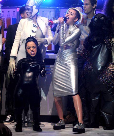 Miley Cyrus EMAs 2013 Performance