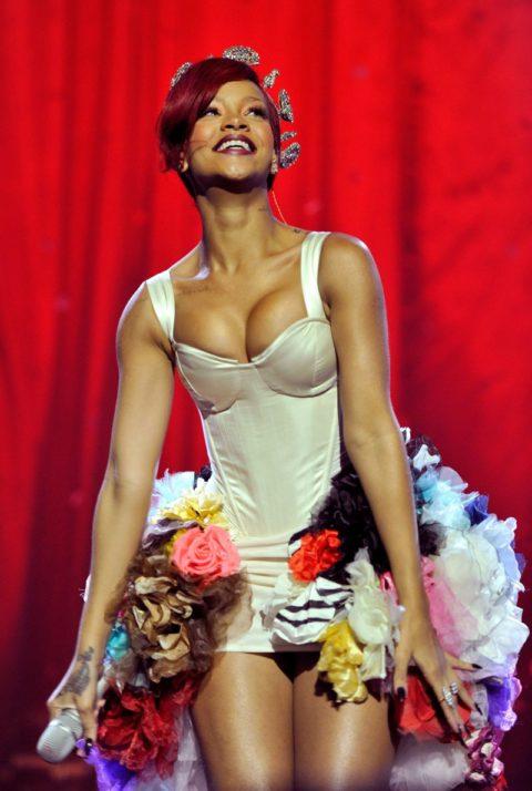 Rihanna 2010 MTV Europe Music Awards Performance
