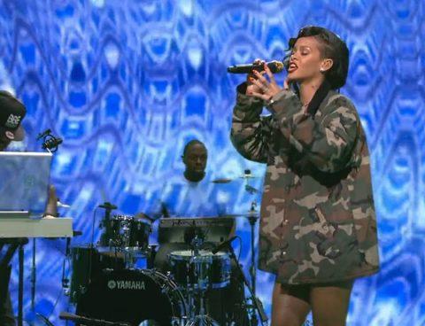 Rihanna SNL DIamonds Performance