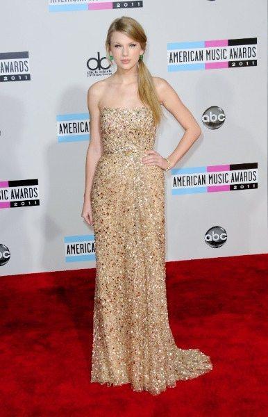 Taylor Swift Fashion AMAS 2011