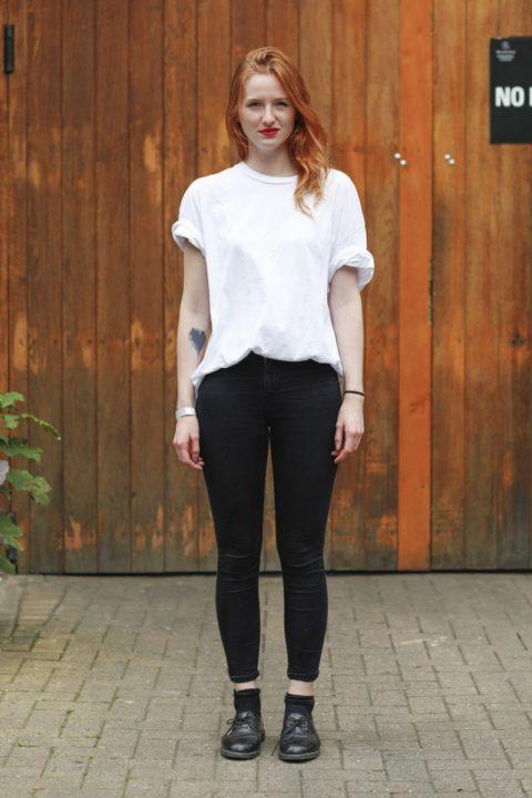 white t shirt street style