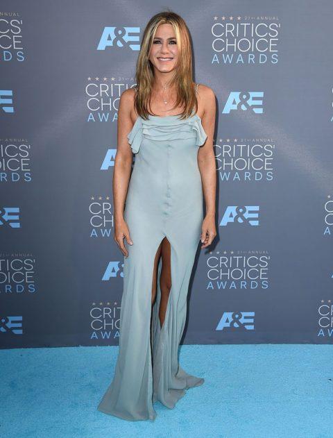 critics choice awards 2016 red carpet jennifer aniston