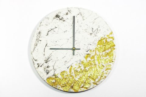 Concrete Fractured Clock