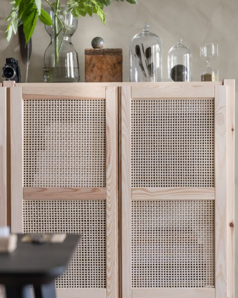 With IVAR bamboo doors you can quickly and easily create a closed storage and give IVAR shelving unit a new look. You can also make the doors more personal by easily replacing the bamboo weave with artwork.