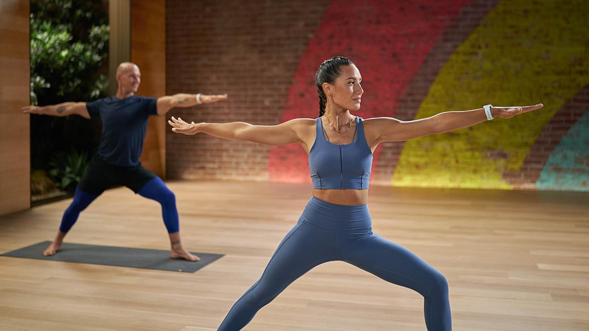 Jess Skye leads a Fitness+ yoga class (Photo: Apple)