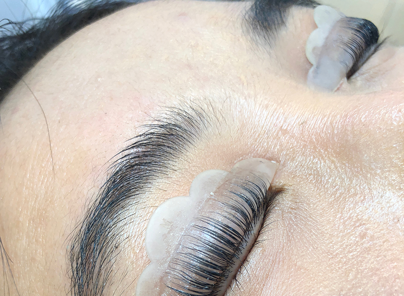 The writer's lashes curled around a silicone pad (Photo: Madelyn Chung)